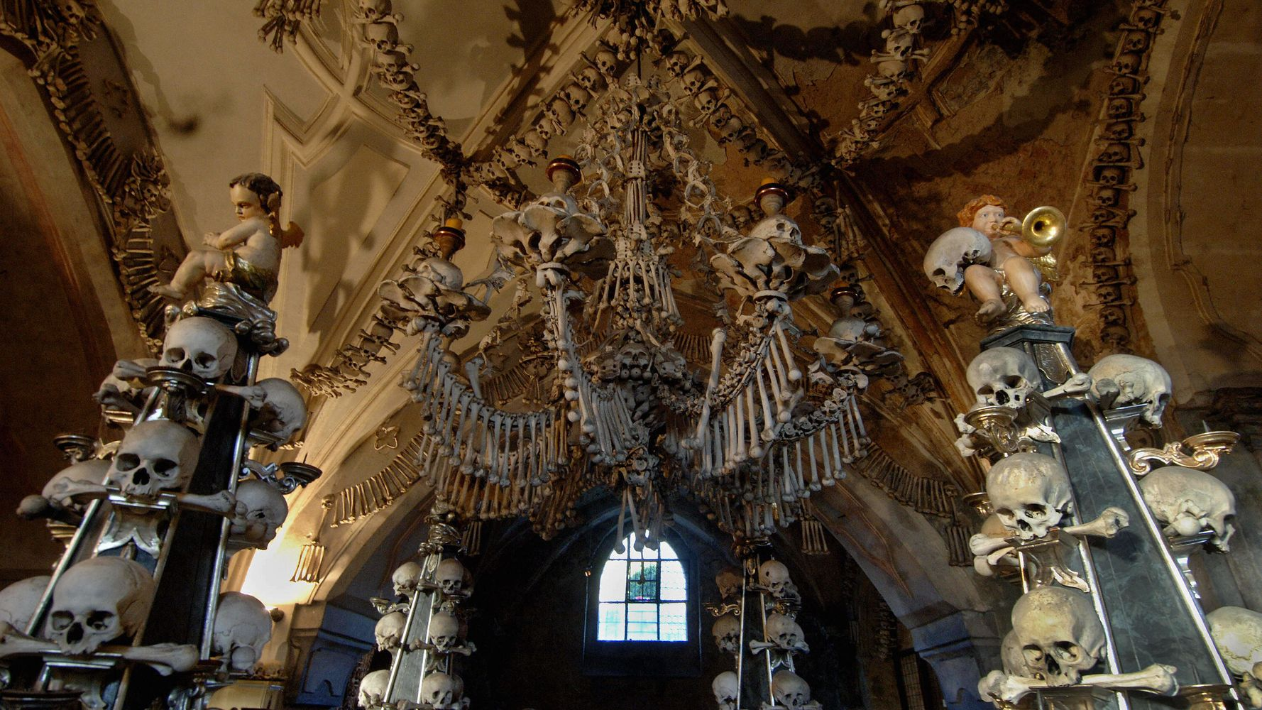 35 Spooky Travel Destinations Around The World